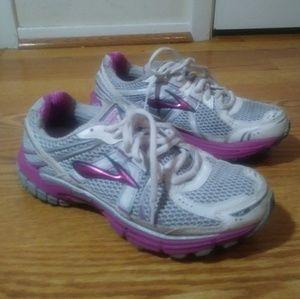 Women brooks gts 12 silvergrey and pink Size 8